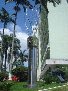 "Escultura ""Chama"" executada por Guido Heuer para o Hospital Santa Isabel."