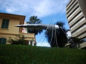 Escultura mosquito por Guido Heuer