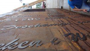 Processo de execução de escultura Imigração Alemã em Florianópolis, por Guido Heuer